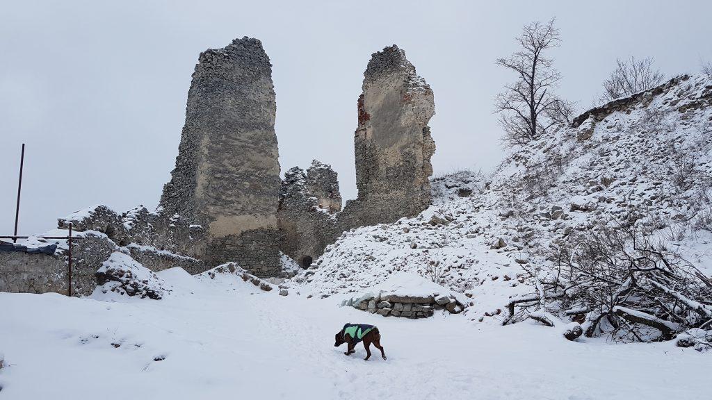 zrucanina-hradu-gymes-zima