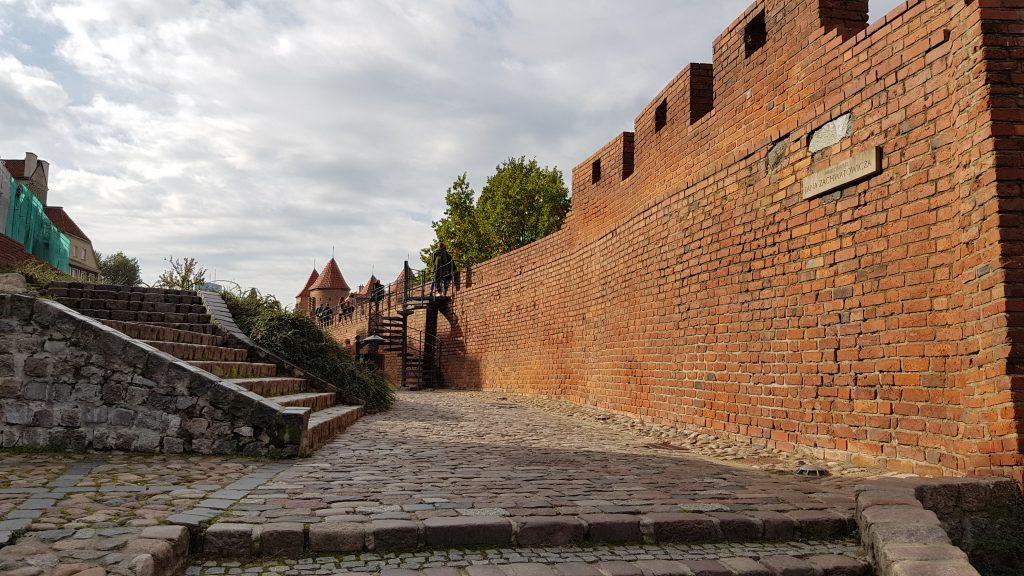 hradny-mur-varsava-kade_tade_po_svete