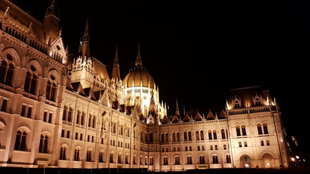 budapest-v-noci-parlament