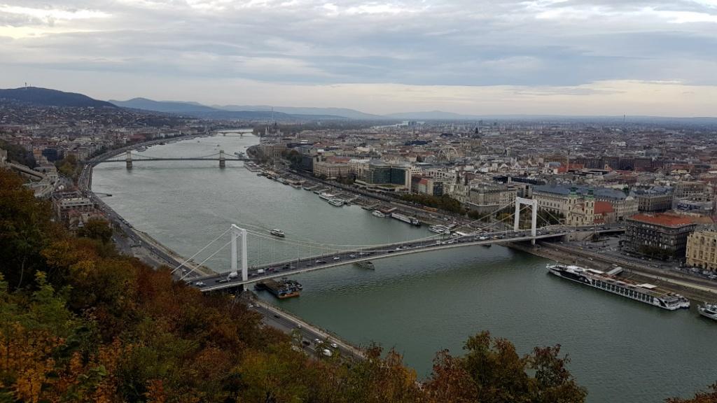 budapestianske-mosty-ponad-dunaj