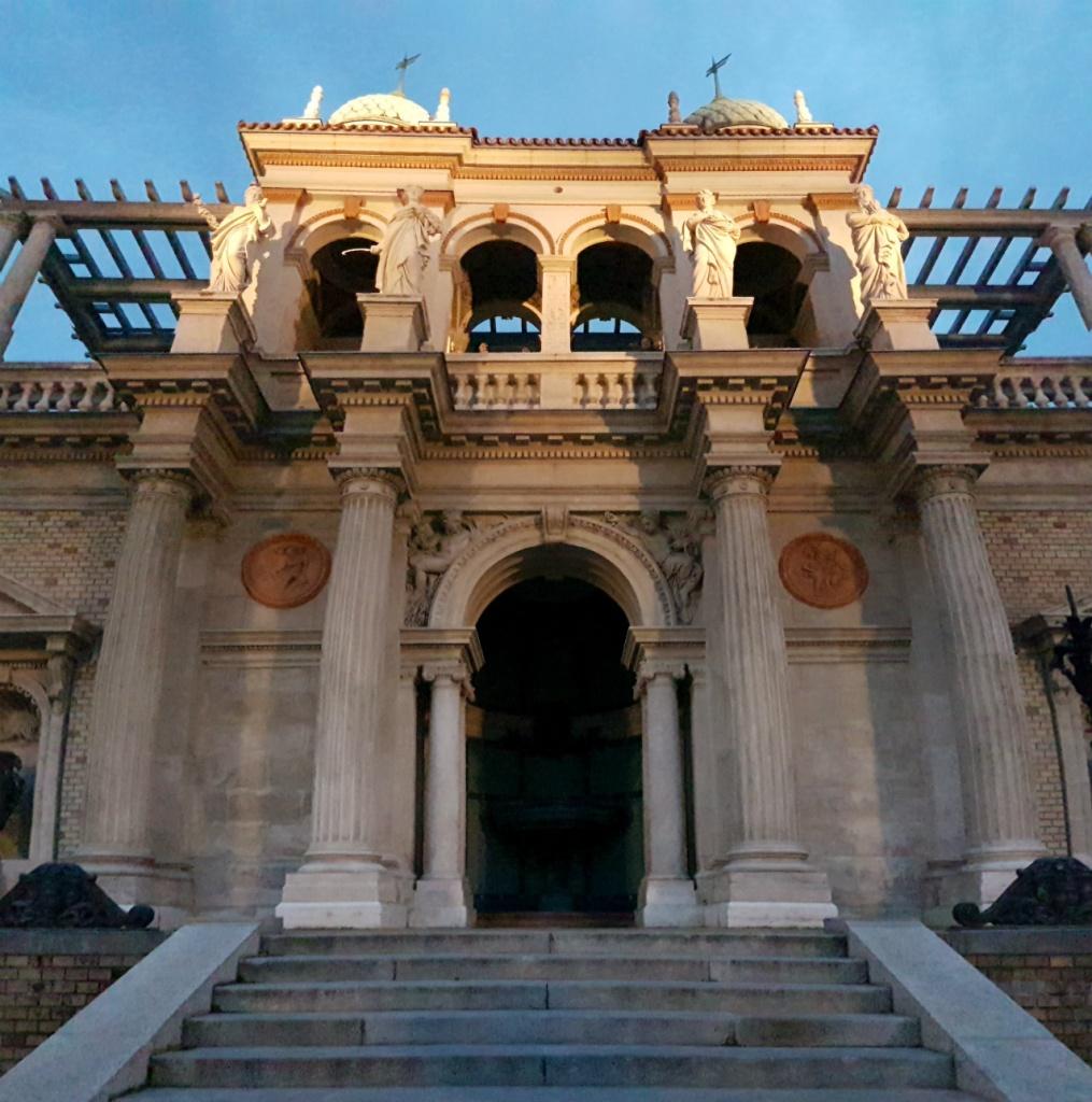 budinsky-hrad-vchod-do-komplexu