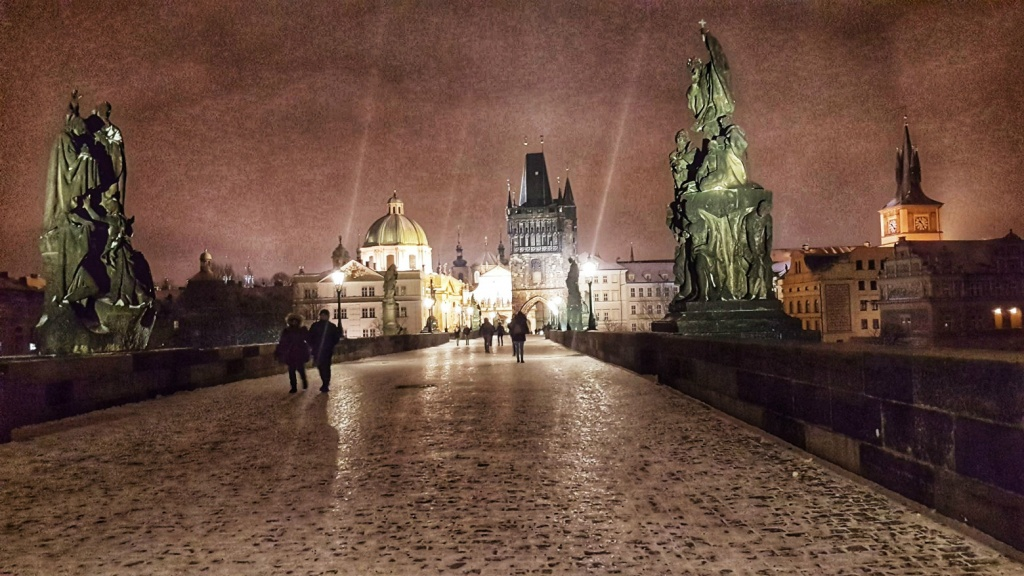 karlov-most-nocna-praha