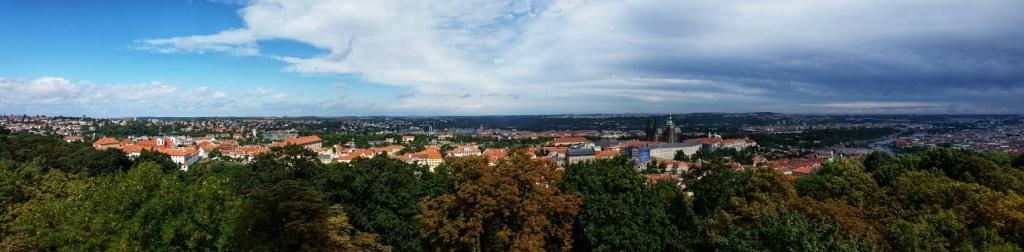 panorama-prahy-z-petrina