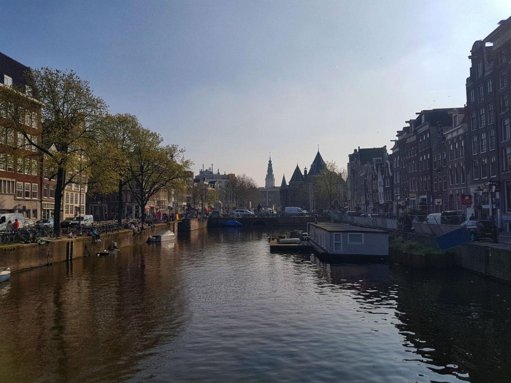 hlavne-mesto-holandska-amsterdam