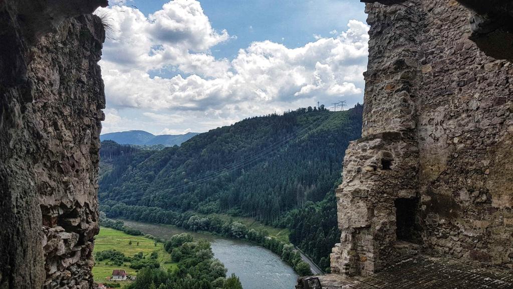 zrucanina-hradu-strecno-opevnenie