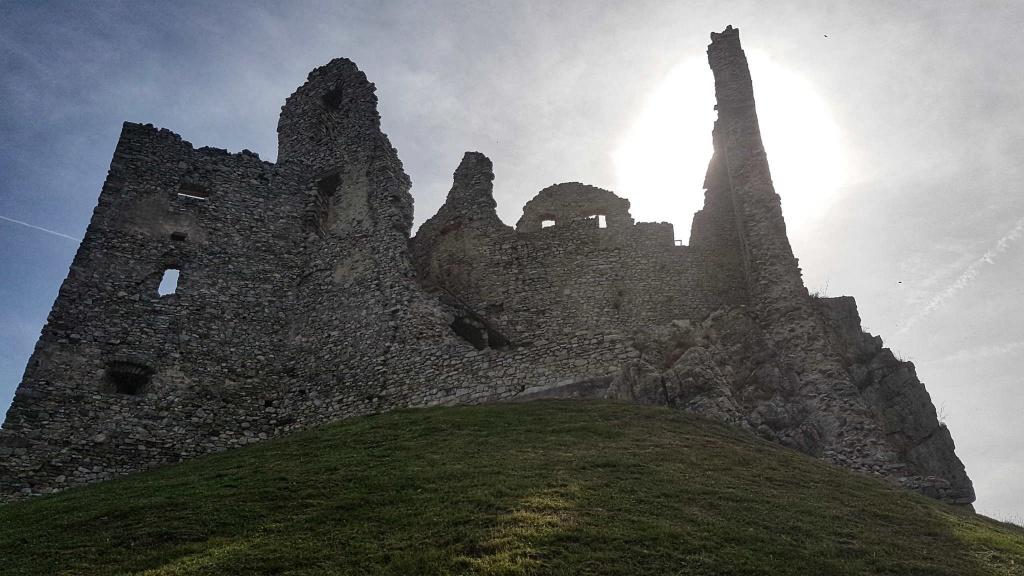 hrad-hrusov-v-plnej-krase