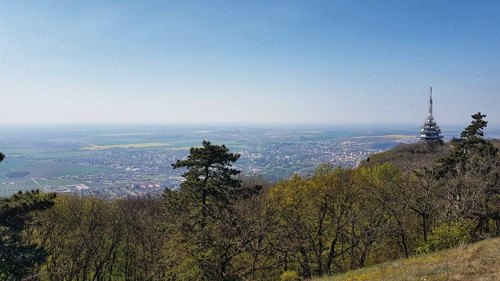 vrchol-zobor-587-m