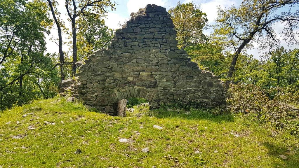 zrucanina-cierneho-hradu-pod-tribecom