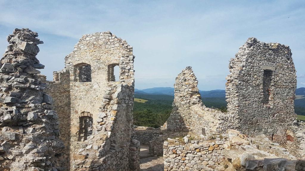 zrucanina-hrusovskeho-hradu