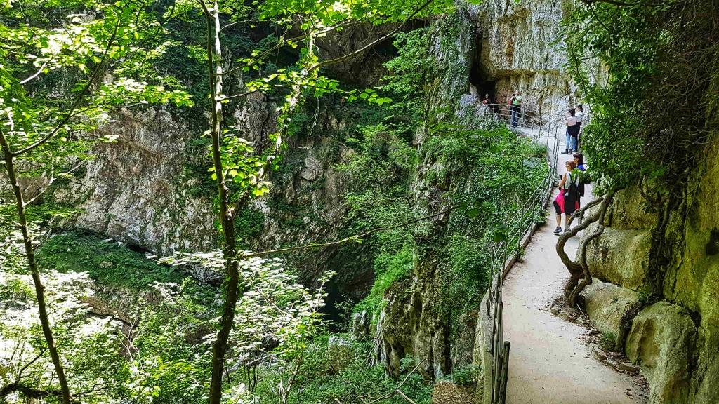 chodnik-na-konci-skocjanskej-jaskyne
