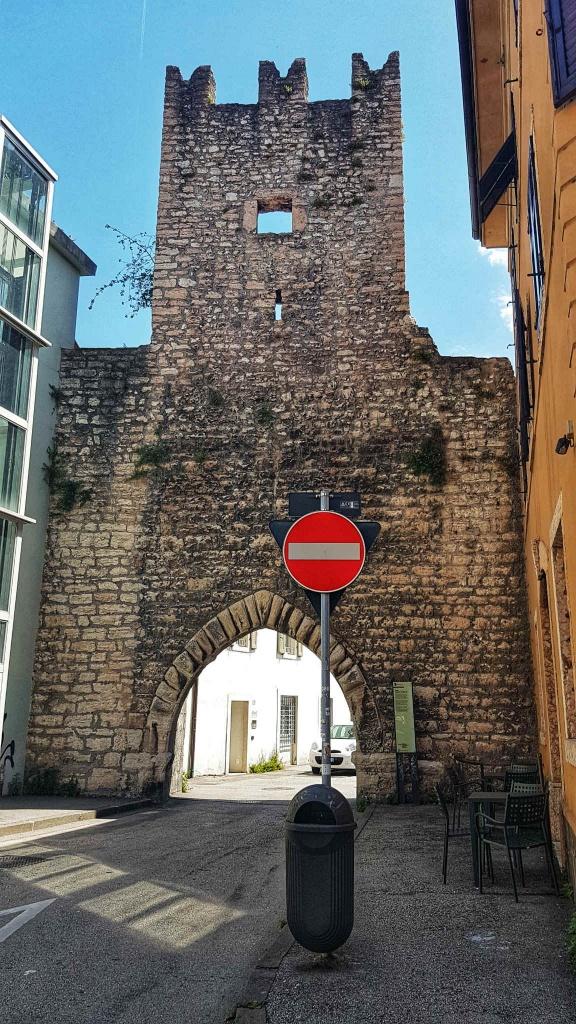 pozostatky-hradneho-opevnenia-v-trente