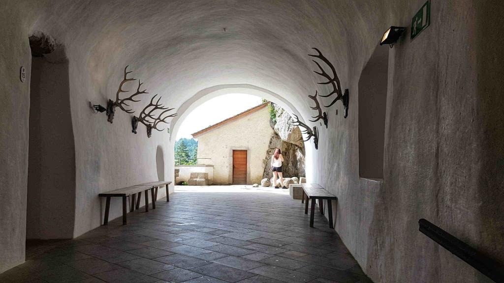 tunel-hrad-predjama