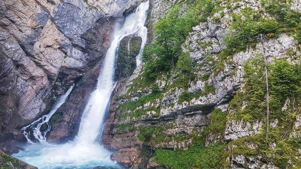 vodopad-savica-v-plnej-krase